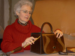 Yveline Renou – Leather worker