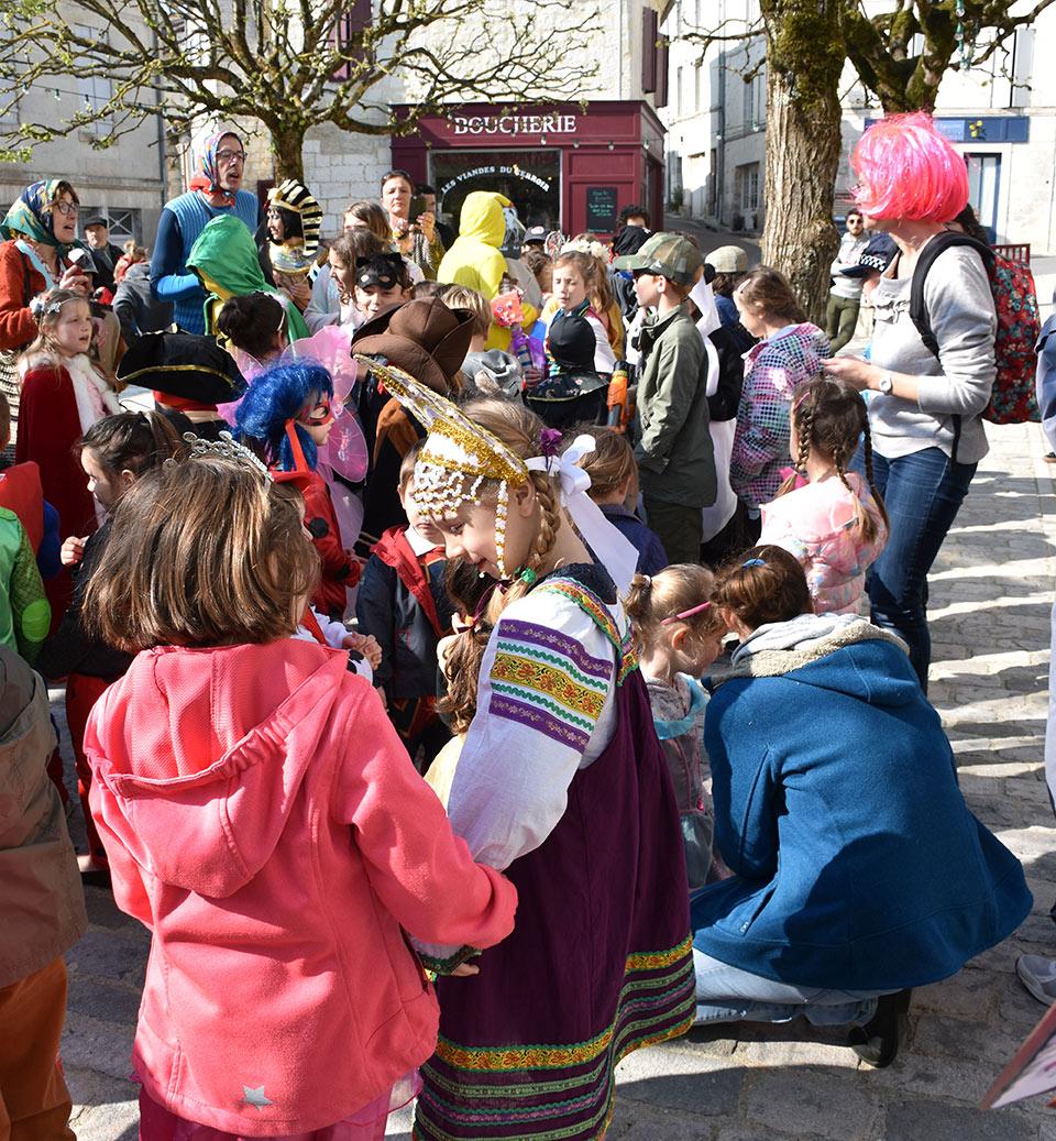 Les écoles ont fêté Carnaval Place Ludovic Trarieux.